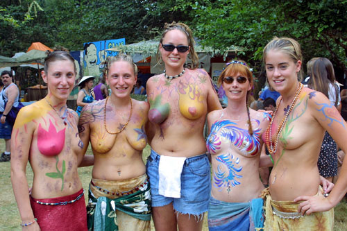 oregon-country-fair-topless-bilder